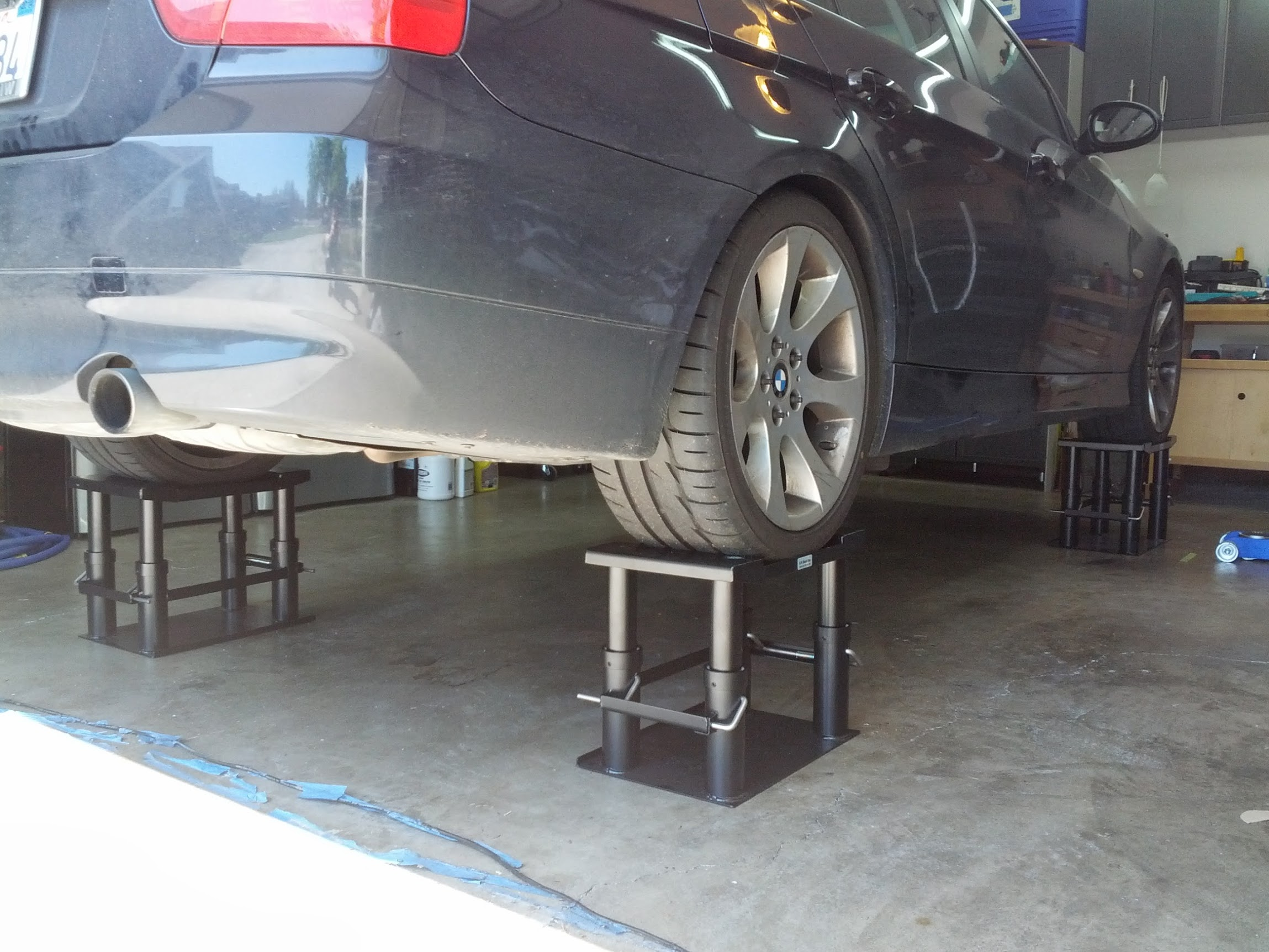 Bmw corner veiw lift stand inc for Stand auto